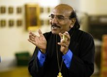 Священник John Tanveer